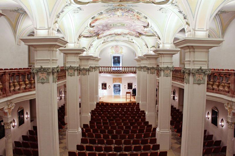 Der Pollinger Bibliotheksaal (Foto: Gemeinde Polling)